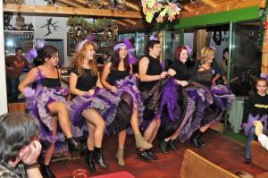 Damenmannschaft tanzt